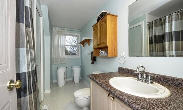 15-Upper Bathroom