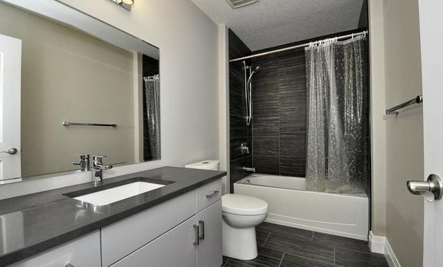 30-Upper Bathroom