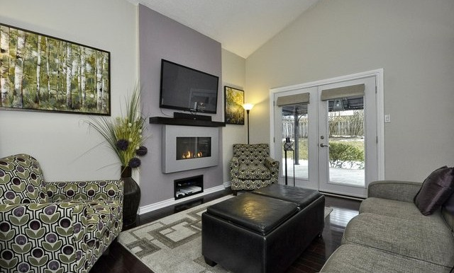 20-Family Room View