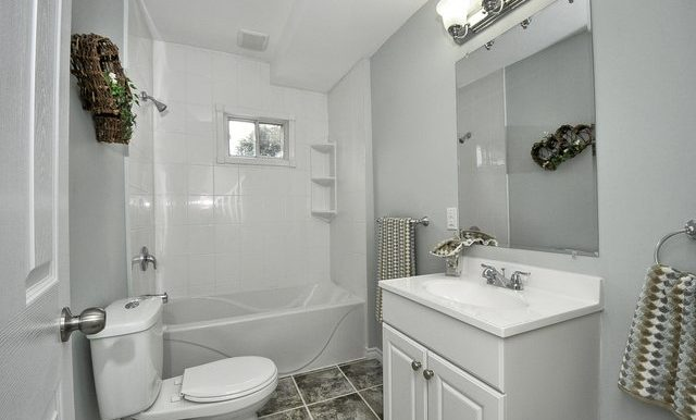 18-Main Bathroom