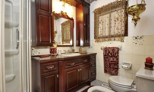 27-Main Floor Bathroom