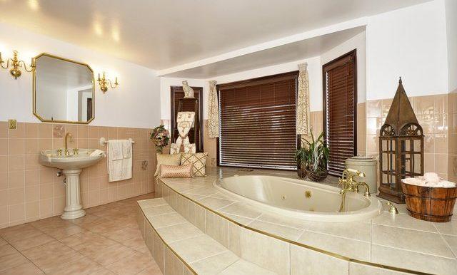 39-Upper Bathroom