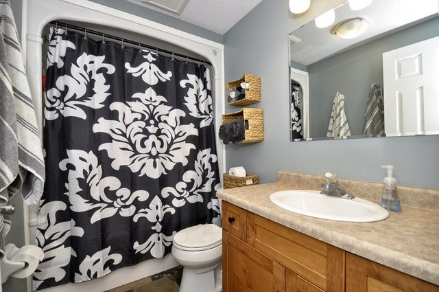 22-Upper Bathroom