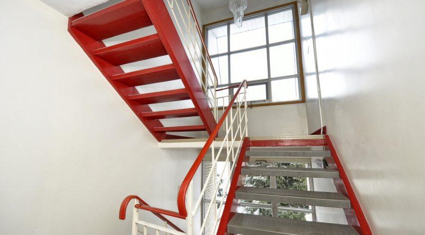 Back Stairway-H768