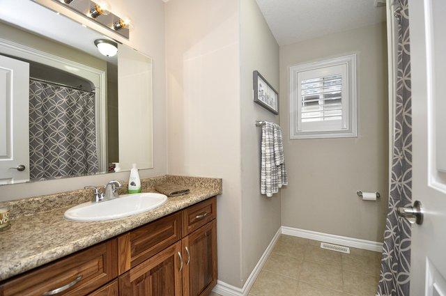 24-Upper-Bathroom