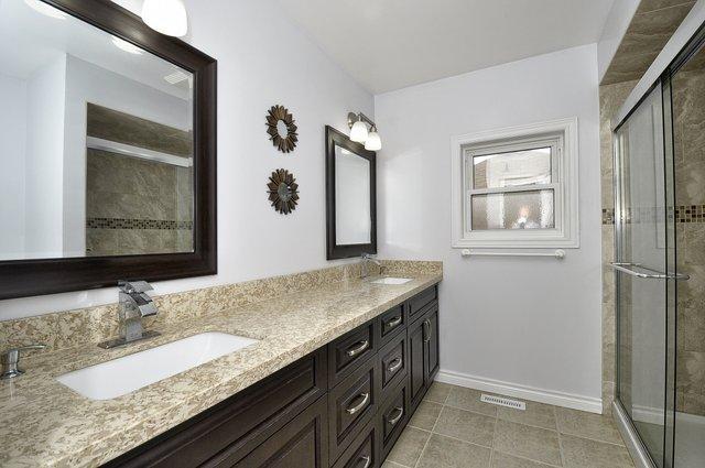 30-Upper-Bathroom