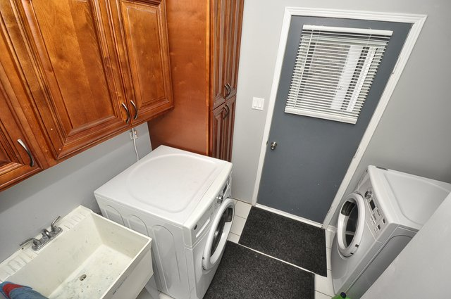 21-Main-Floor-Laundry