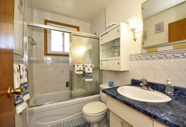 19-Main-Floor-Bathroom
