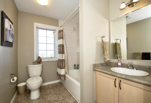 27-Upper-Bathroom