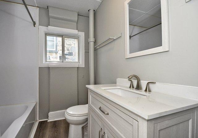 11-Main-Bathroom